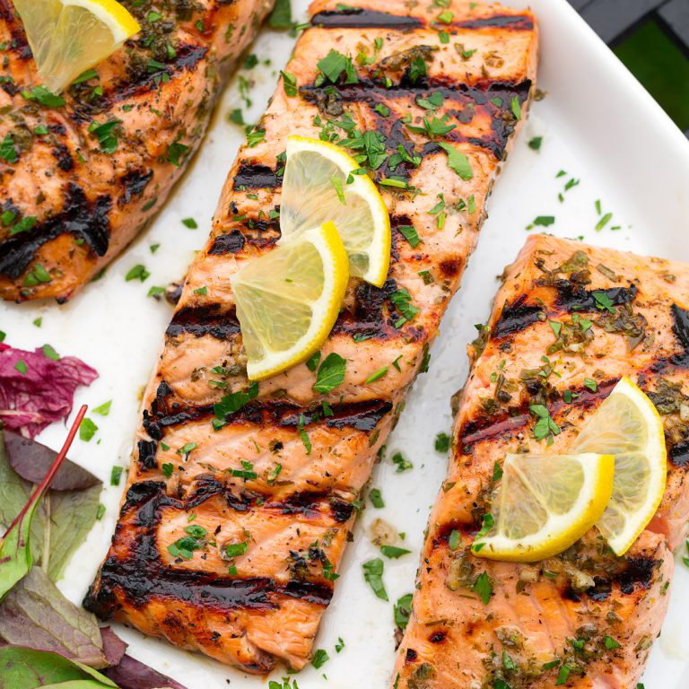 Cook grilled salmon with Far Hills